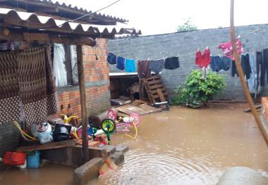 Três famílias ficam desalojadas após temporal em Içara