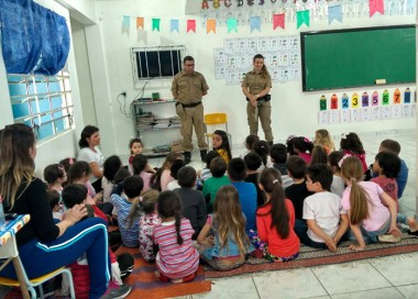 PM de Araranguá garante segurança nas escolas