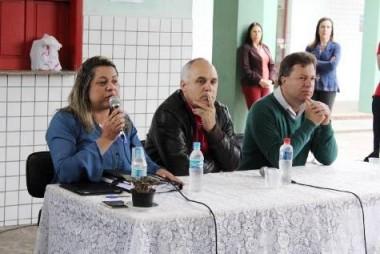 Alunos da Escola Salete Scotti recebe candidatos em debate