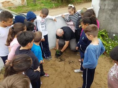 DNIT/SC e Consórcio fazem plantio de mudas em escola de Laguna
