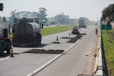 DNIT/SC faz trabalhos de melhorias em pavimento da BR-101