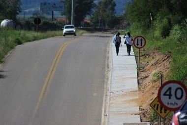 DNIT/SC finaliza construção de calçadas em via lateral da BR-101