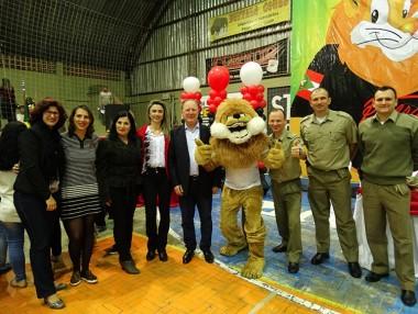 Mais de 650 crianças dizem não as drogas em Araranguá
