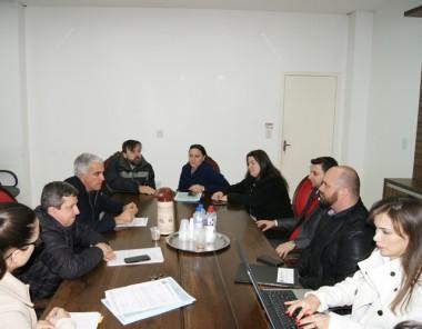Reunião para debater sobre a implantação do tratamento de esgoto