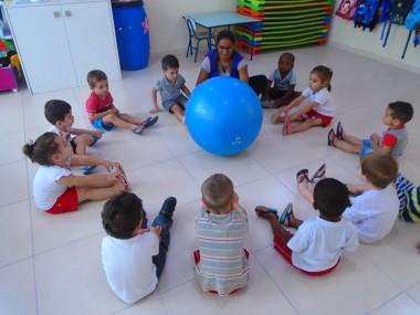 Crianças do CEI Afasc adquirem novos conhecimentos utilizando recursos do yoga