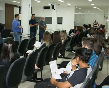 Poder Legislativo recebe visita de alunos do terceirão