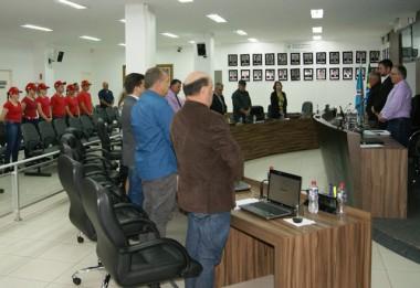 Legislativo de Içara realiza um minuto de silêncio
