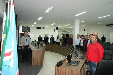 Em sessão ordinária vereadores cantam o hino nacional