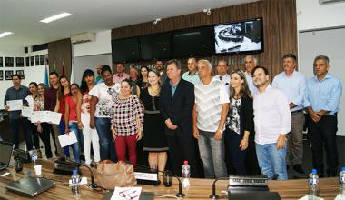 Legislativo içarense homenageia médicos cubanos