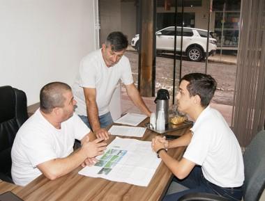 Vereadores conhecem projeto para canil municipal