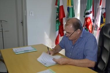 Presidente do Legislativo de Criciúma promulga quatro leis