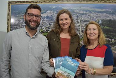 Governo de Siderópolis adquiri livros para intensificação da leitura nas escolas