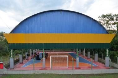 Siderópolis inaugura quadra esportiva da escola Aurora Péterle