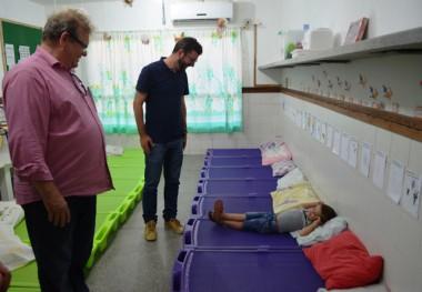 Siderópolis entrega mais 70 camas empilháveis para CEI Olírio Cesa