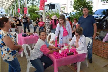 Ação do Outubro Rosa atende mulheres 100 mulheres na Rua Coberta