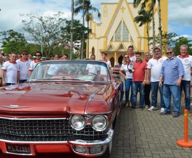 3º Encontro de Carros Antigos reúne centenas de pessoas