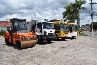 Prefeitura de Jacinto Machado adquire máquina e veículos novos