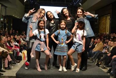 Estudantes de Moda colocam na passarela looks em jeanswear