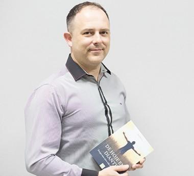 Daniel de Luca lança segundo livro neste fim de semana