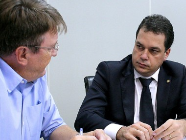 Rodrigo Minotto comemora revogação dos critérios para distribuição de aulas