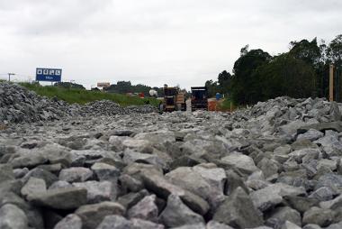 Depois de Bentos, DNIT/SC inicia compactação de rochas em Pescaria Brava