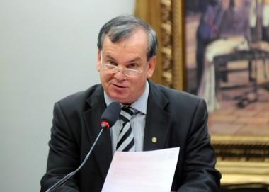 Deputado catarinense propõe concurso para ministros do STF