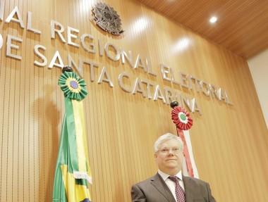 Desembargador federal Celso Kipper toma posse no TRE-SC