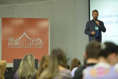 Simpósio Sul-Brasileiro de Medicina Veterinária Pet trouxe 12 palestras e minicursos em paralelo à Feipet