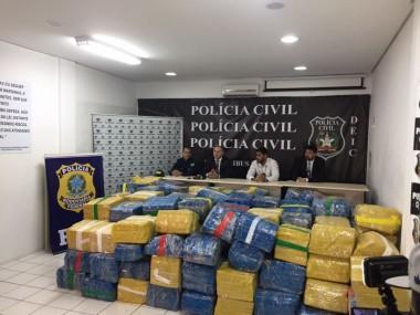 PF apreende cinco toneladas de maconha escondida em carreta