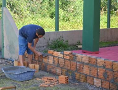 Escola Aurora Péterle inicia construção e revitalização da quadra