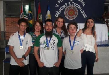 EEB Maria da Glória vence Feira Regional de Ciências