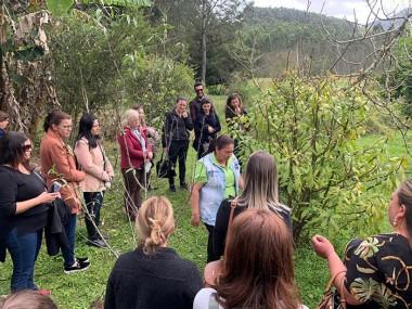 Comitiva de Içara conhece atividades orgânicas em Porto Belo