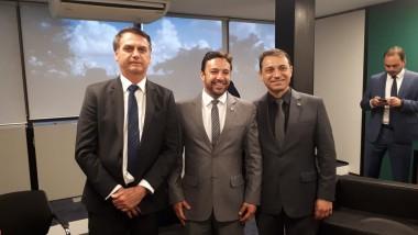 Bolsonaro prestigia comitiva de SC depois da diplomação