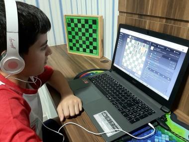Desafio em dose dupla em torneios online para a equipe de Xadrez de Içara