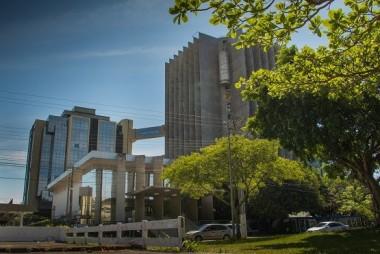 Judiciário de SC volta a suspender atendimento presencial pela Covid-19
