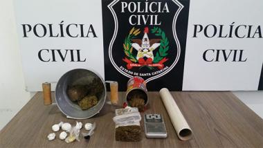 Polícia Civil cumpre mandado e apreende drogas em Lauro Müller