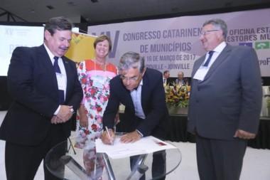 Estado injetará R$ 1,8 bilhão na economia catarinense