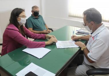 Administração de Maracajá assina convênio com Casa Lar