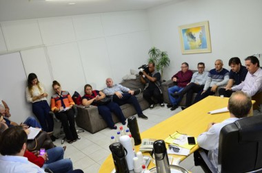 Reduzir filas de espera por exames e cirurgias pautam reunião