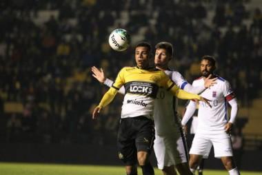 Com dois gols de Gustavo Criciúma vence Paraná de virada