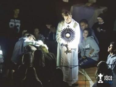 Retiro espiritual reúne jovens na comunidade Santa Luzia