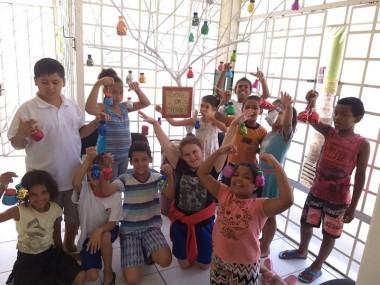 """Participantes do SCFV CRAS Renascer decoram """"Árvore da Esperança"""""""