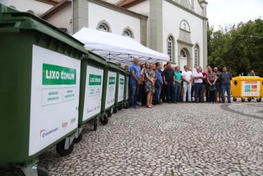Região central e escolas recebem coletores de lixo de empresas