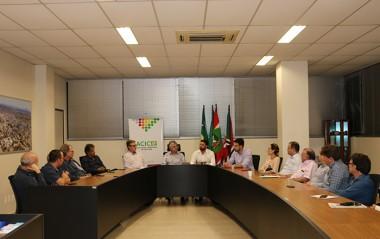 Representatividade política e instalação de pedágios pautam reunião da Acic