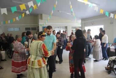 Baile junino é realizado no Asilo São Vicente de Paula