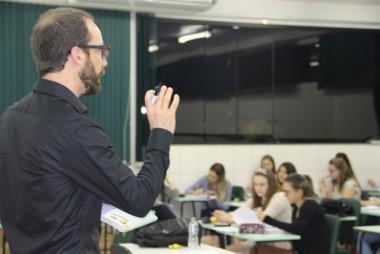 Programa oferece bolsas de estudo para iniciação à docência