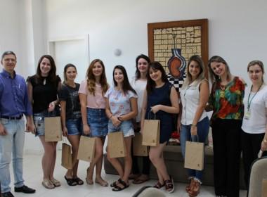 Acadêmicas de malas prontas para experiência internacional