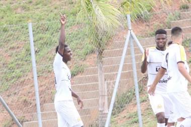 Sub-20 do Criciúma vence e segue na liderança
