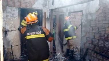 Casa da Zona Sul de Balneário Rincão é consumida pelo fogo