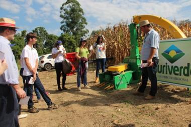 Fazenda Experimental Unibave reúne pessoas em Dia de Campo